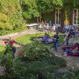 Una folla per i giardini nascosti  Como scopre i gioielli del centro  E quanta gente in Borgovico