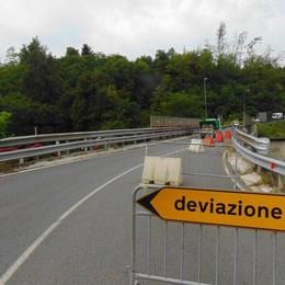 Trave lesionata sul ponte Senso unico a Cantù Asnago