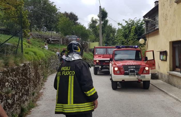 I mezzi dei pompieri intervenuti oggi a Brunate