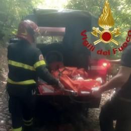 Canzo, malore sul sentiero  Soccorso dai pompieri