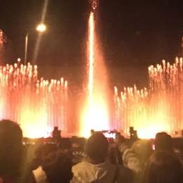 Folla alla patronale di Cavallasca  È la magia delle fontane luminose   QUI un momento dello spettacolo