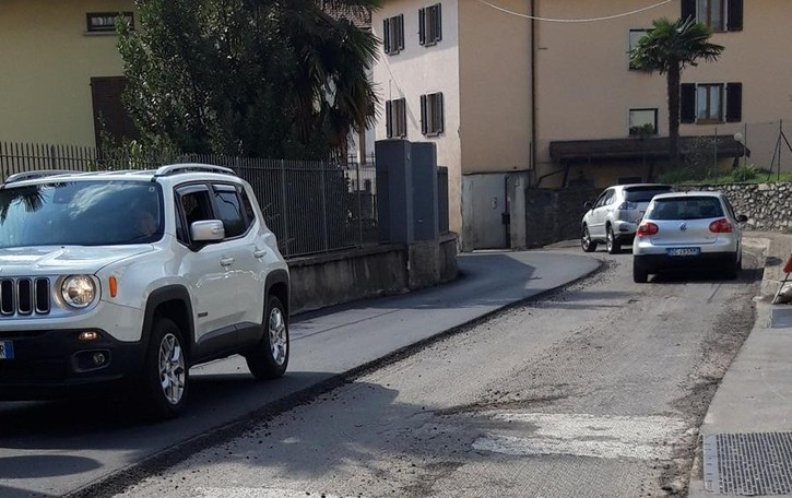 Gravedona, asfalto nuovo  «Era stato rifatto solo due mesi fa»