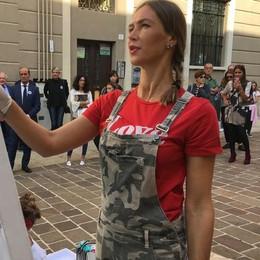 L'arte di Ludmilla Radchenko in piazza  Performance a Cantù in piazza
