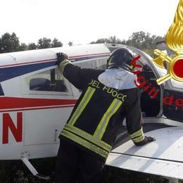 Piper con istruttore e allieva a bordo Atterraggio d'emergenza a Casnate