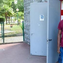 Il Comune si sveglia alla fine dell'estate  E riapre i bagni pubblici ai giardini
