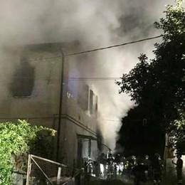 Incendio in abitazione  Una persona intossicata