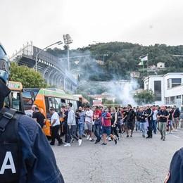 Ore 20, escono i tifosi del Monza Strade chiuse e città paralizzata