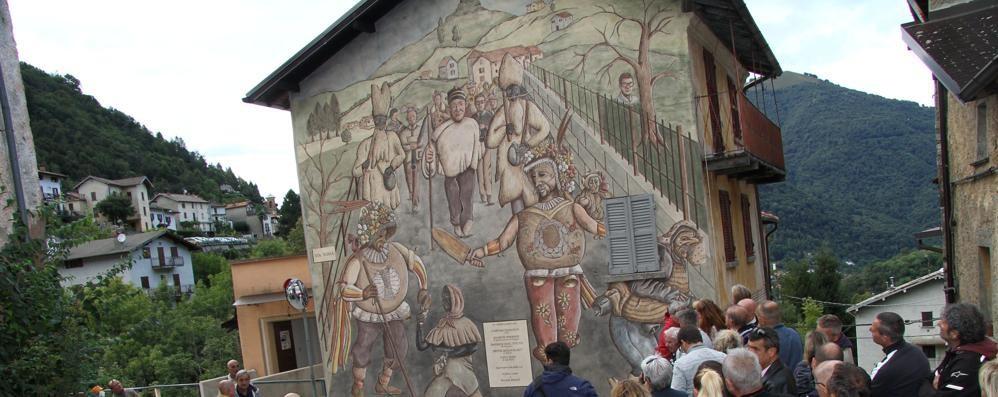Schignano, super murale  «Coloriamo il paese»