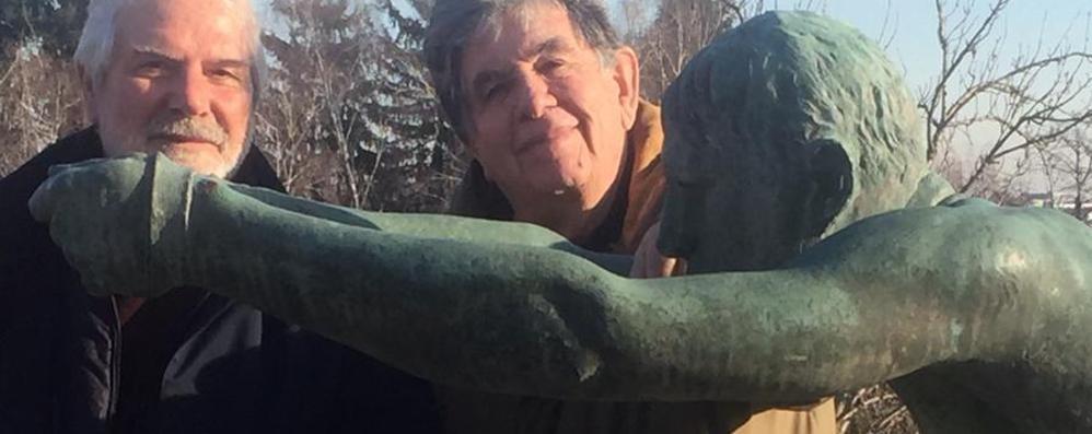Appiano, la scultura fantasma  riappare al golf club dopo 60 anni