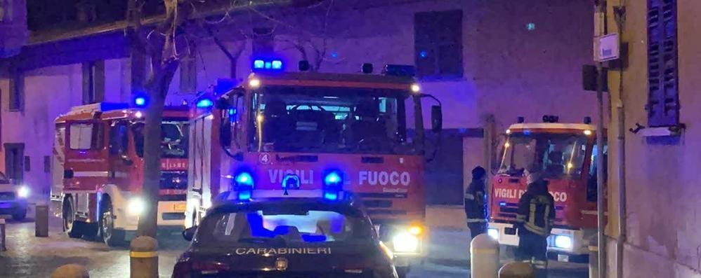 Incendio in una casa  Pompieri a Cermenate