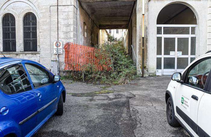 Como San Martino strada chiusa e degrado