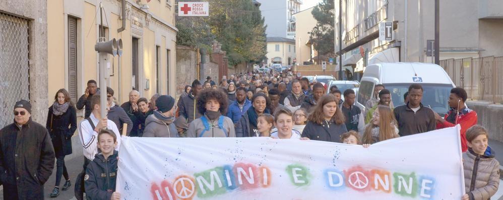 Marcia della pace, il via in moschea  Il sindaco di Cantù diserterà la tappa