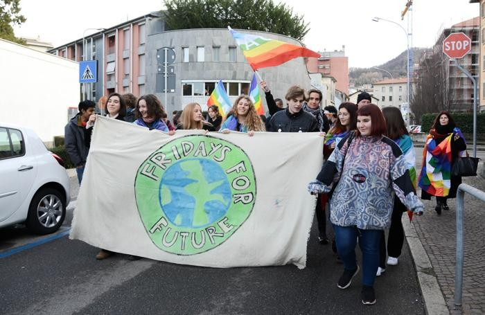 I ragazzi di Fridays for future qui in via Alciato