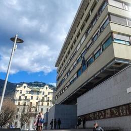 Lurago, allunga le mani su studentessa Ottantenne condannato a due anni