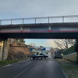 Lurate, il ponte è stato sistemato  Ma resta chiuso alle auto