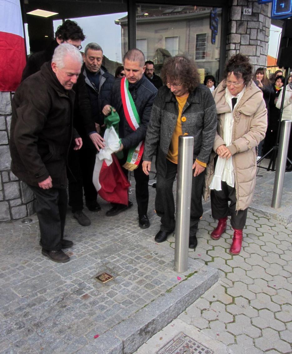 La cerimonia con  il sindaco Giovanni Alberti e i familiari di Anna Maria arrivati da Israele