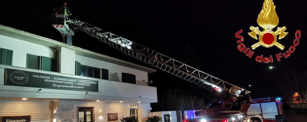 Scintille dal camino del ristorante  Vigili del fuoco a Novedrate