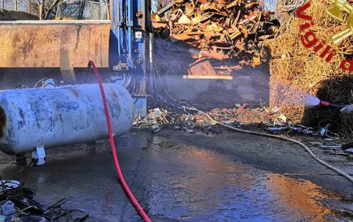 Un serbatoio di Gpl  in fiamme  San Fermo, arrivano i pompieri