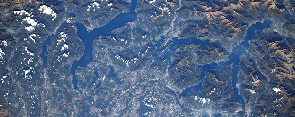 Dallo spazio l'omaggio di Parmitano: un'immagine dei laghi lombardi