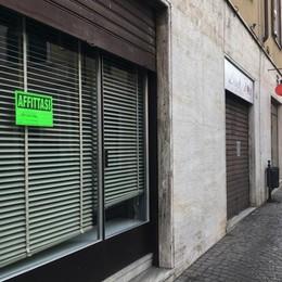 Pianella, un quartiere che muore  Cantù, giù la serranda a un altro negozio