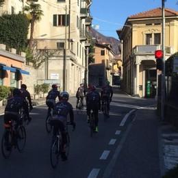 Tanti ciclisti sulla Statale Regina  «Ma multate chi sgarra»