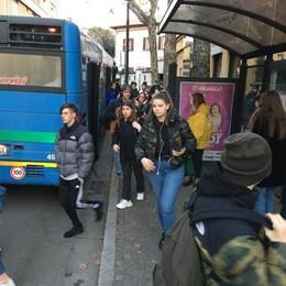 Cantù, esordio del capolinea  Gli studenti tornano in massa