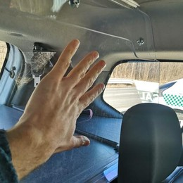 Vetro anti aggressione nell'auto  «I nostri vigili saranno più sicuri»