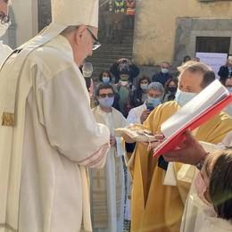 Lezzeno, ecco don Eugenio  Il vescovo: «Siate audaci e creativi»