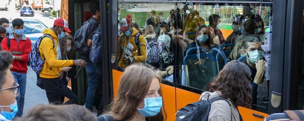 Paura, lezioni online e lavoro da casa  Sui bus il 45% di passeggeri in meno