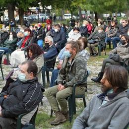 Canzo, in 200 per il pacifista Locatelli  Ucciso da un cecchino a Sarajevo