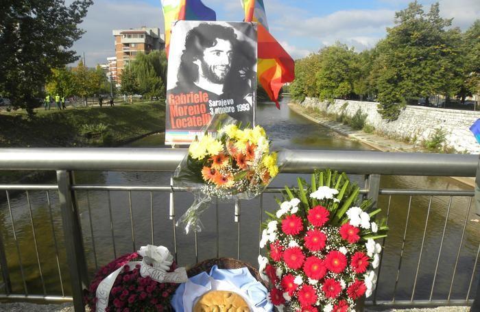 Il ricordo di Moreno Locatelli sul ponte di Sarajevo dove il pacifista di Canzo è stato ucciso