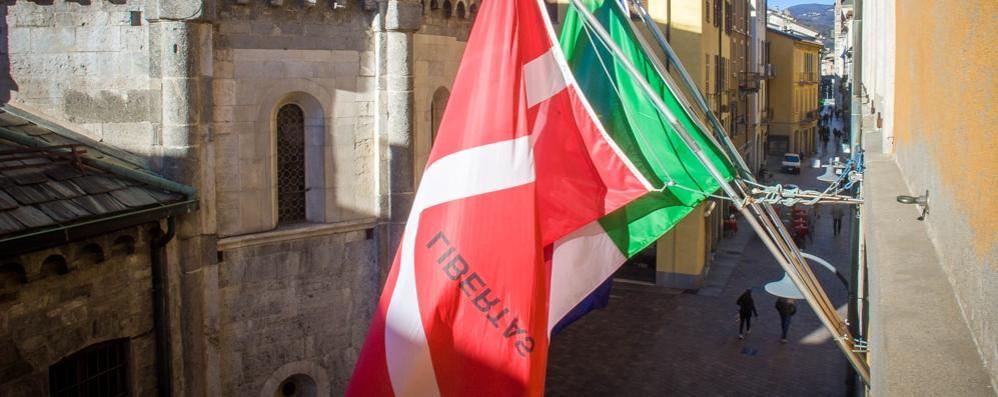 Il Covid è arrivato anche in Comune Palazzo Cernezzi, un dipendente positivo