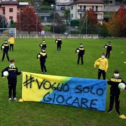 La protesta dell'Uggiatese  «Vogliamo solo giocare»   Guarda il video