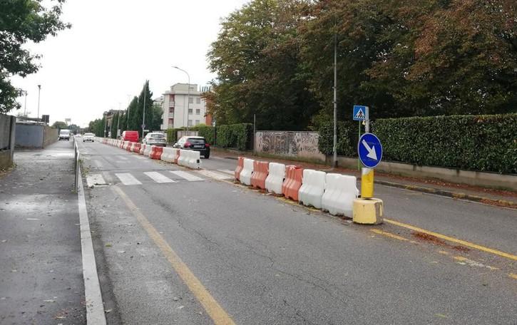Mariano, cordoli in via Santa Caterina  «Strada chiusa solo dopo Natale»