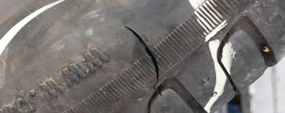 Canzo, tagliati due pneumatici a un'auto  È del presidente del consiglio di Erba