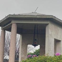 Cabiate, rubano il rame  a una cappella del cimitero