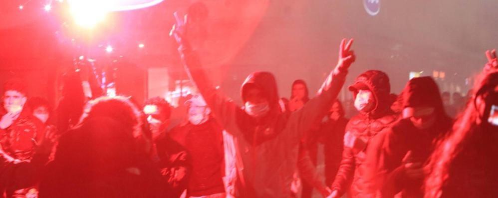 Milano: sassi e petardi  contro la sede della Regione
