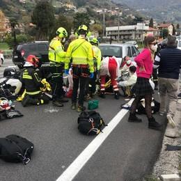 Dongo, quattro feriti nell'incidente  Grave motociclista di 60 anni