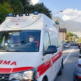 Tragedia in via per Cernobbio Motociclista morto