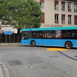 «Rondò, pochi spazi per i bus»  Il sindaco: «Giudizio frettoloso»