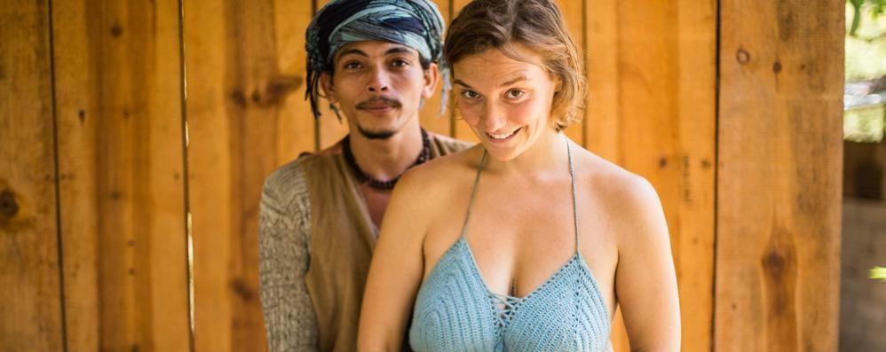 Lei a Como, lui in Colombia  «Divisi per colpa di regole  che non hanno alcun senso»
