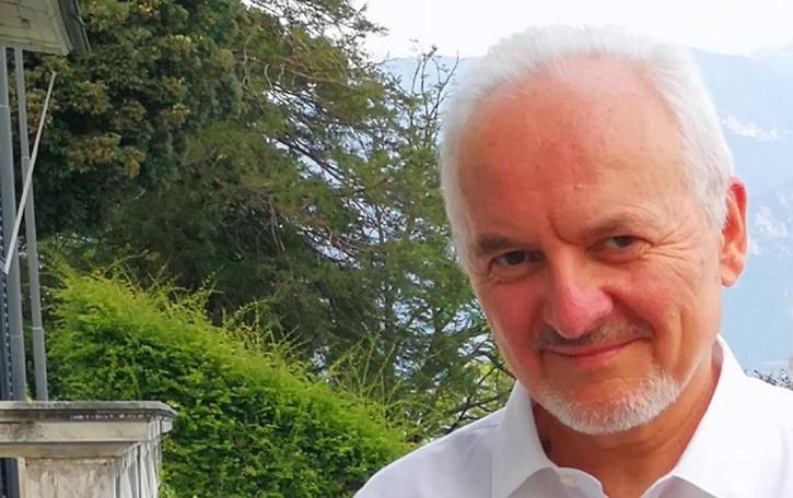 Si ferma lo storico medico  «Lo faccio per mia moglie»