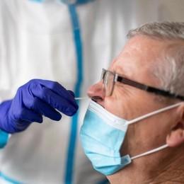 Virus, picco di decessi in Italia: sono 853  A Como 428 positivi