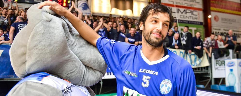Belinelli prende la maglia di Abass Basile: «Io non l'avrei mai fatto»