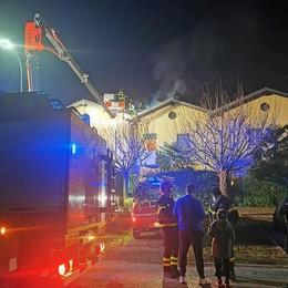 Erba, brucia canna fumaria  Paura in una villetta