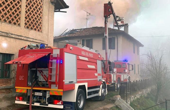 L'intervento dei vigili del fuoco di Erba in zona Baggero
