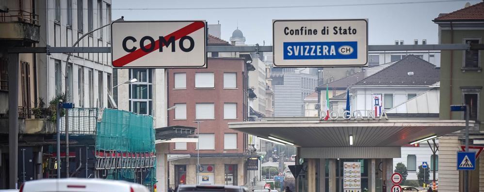 Picco Covid nelle zone di confine  «La colpa è della Svizzera»