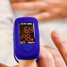 Covid, il saturimetro può salvare la vita  I medici: «È importante averlo a casa»