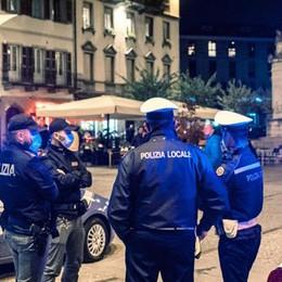 Covid: nella bozza del Dpcm  c'è il coprifuoco dalle 22 alle 5  In Lombardia rischio negozi chiusi  e stop agli spostamenti