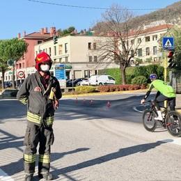 Pusiano, camion-gru perde olio  Riaperta la provinciale per il Segrino